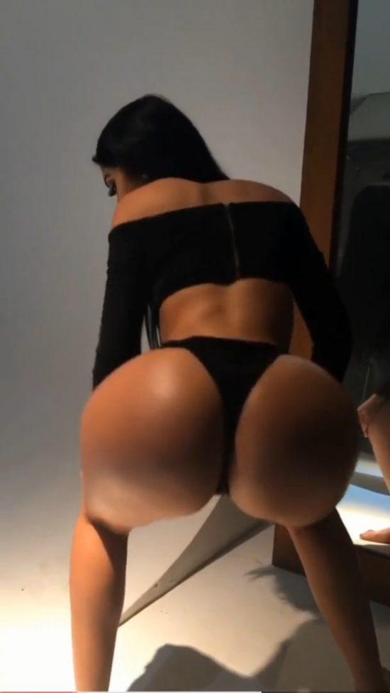 Twerking Sexy Ass In A Thong 1